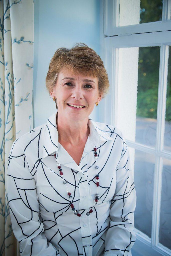 Julie Bevan Solution Focused Hypnotherapist Pro Member Entrepreneur Headshot